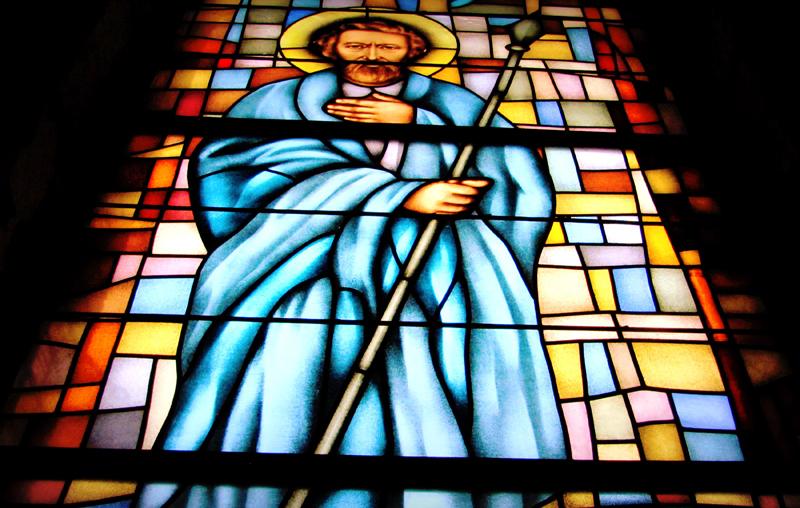 Św. Tomasz Apostoł, witraż, Kościół św. Brata Alberta w Świebodzicach