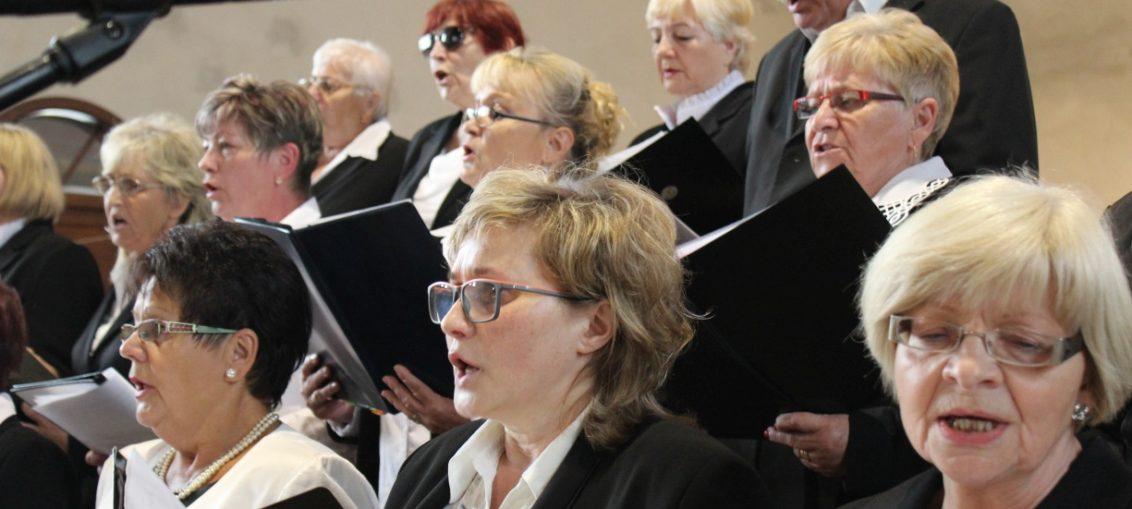 Występ chóru parafialnego, parafia Św. Brata Alberta Świebodzice