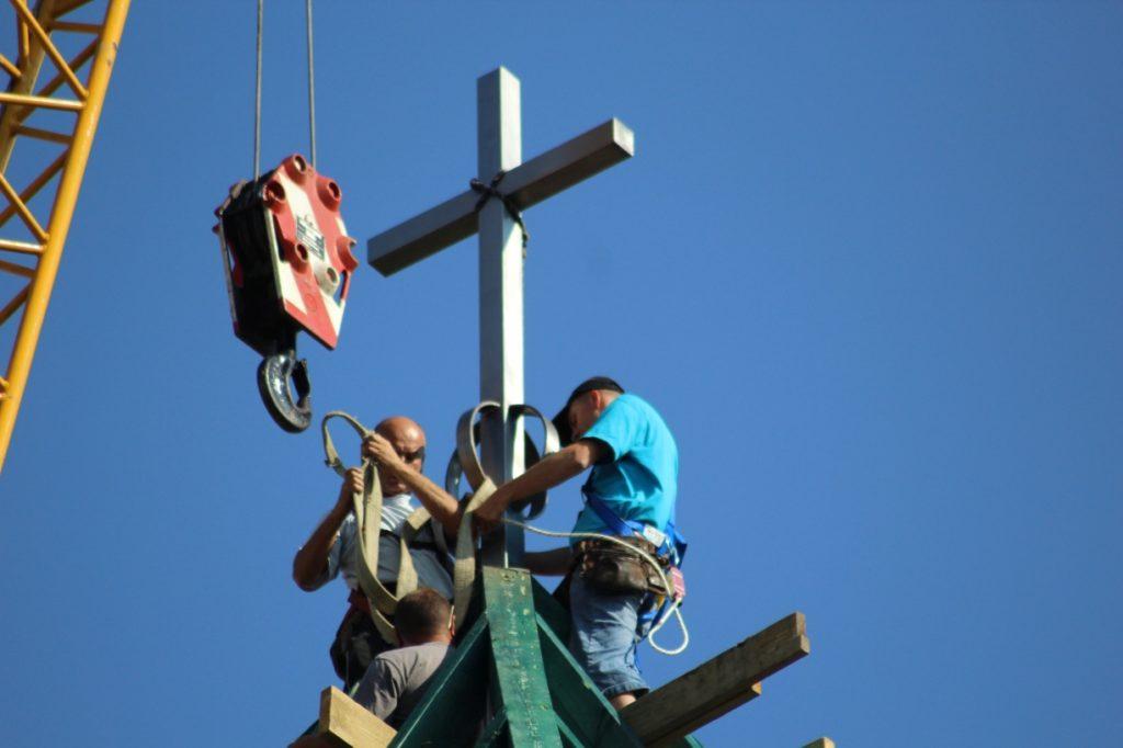Instalacja krzyża, św. Brat Albert Świebodzice