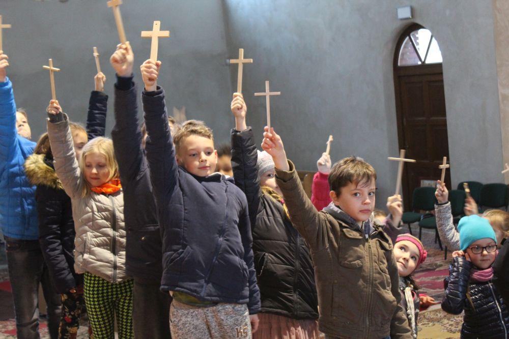 Droga krzyżowa dzieci par. Św. Brata Alnerta Świebodzice