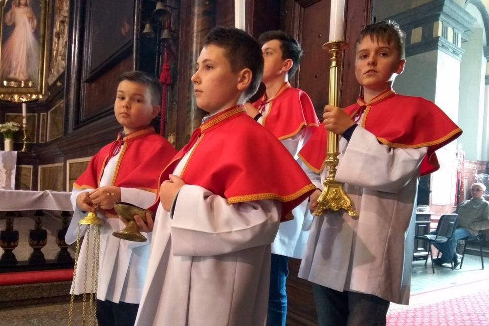 Asysta w Katedrze Świdnickiej, ministranci ze Świebodzic