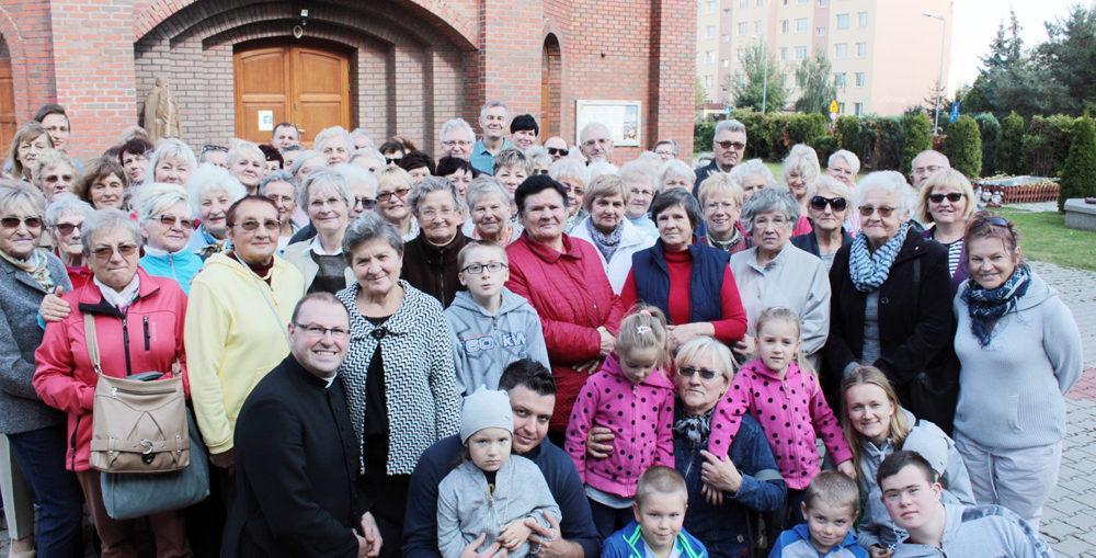 W Świebodzicach koronką modlono się także w centrum miasta przy pomniku Św. Jana Pawła II.