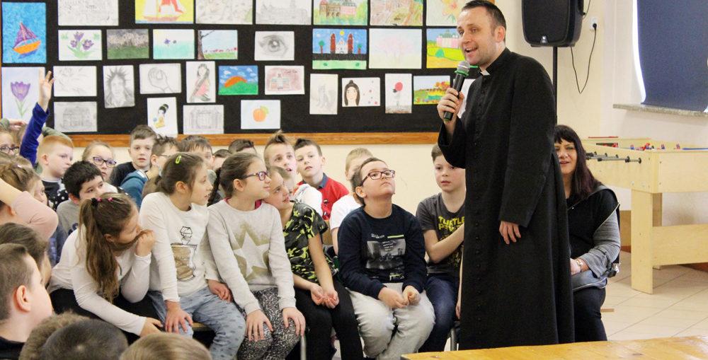 Rekolekcje szkolne, ks. Jakub Bartczak, Świebodzice Św. Brat Albert